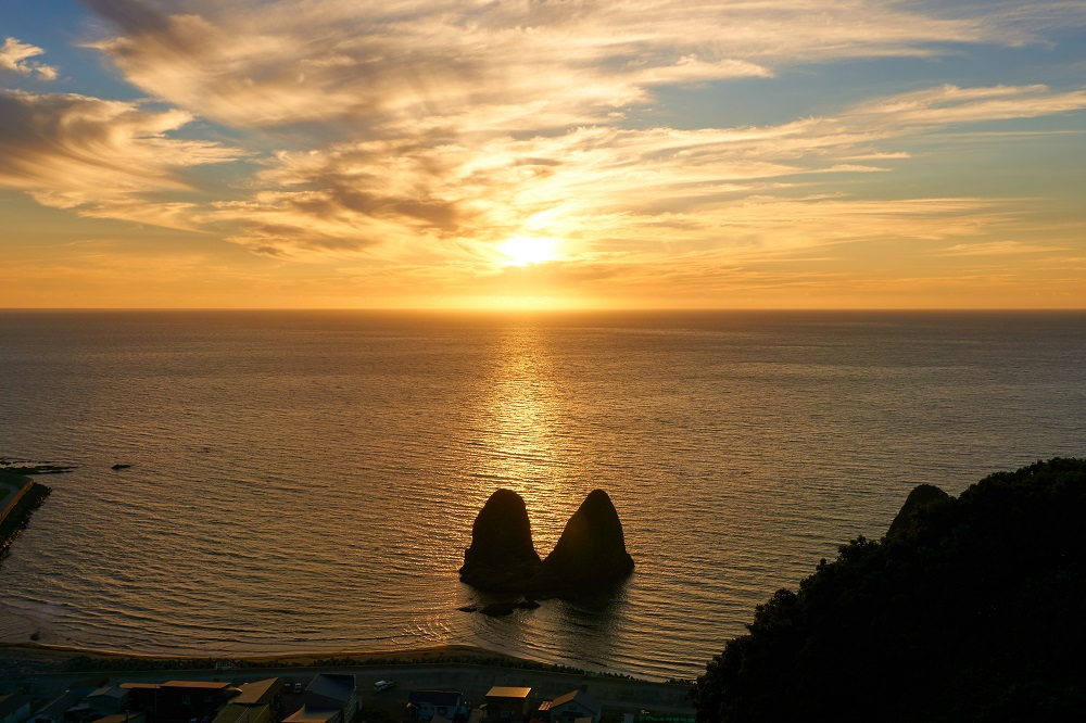 せたなへ来たなら岩シューを!~立象山展望台から見る夕日~