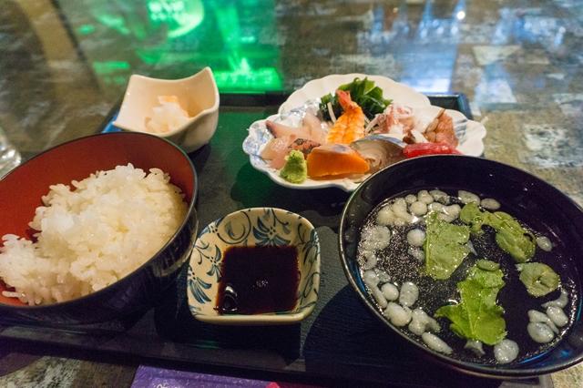 200円刺身定食。萩のアミーゴ