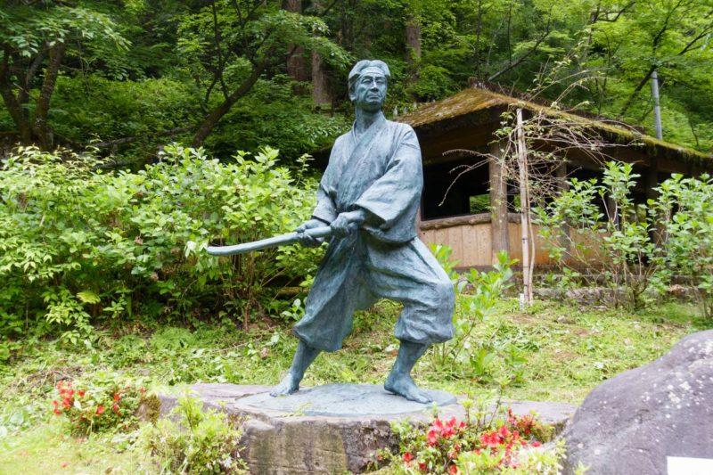 一乗滝の佐々木小次郎像