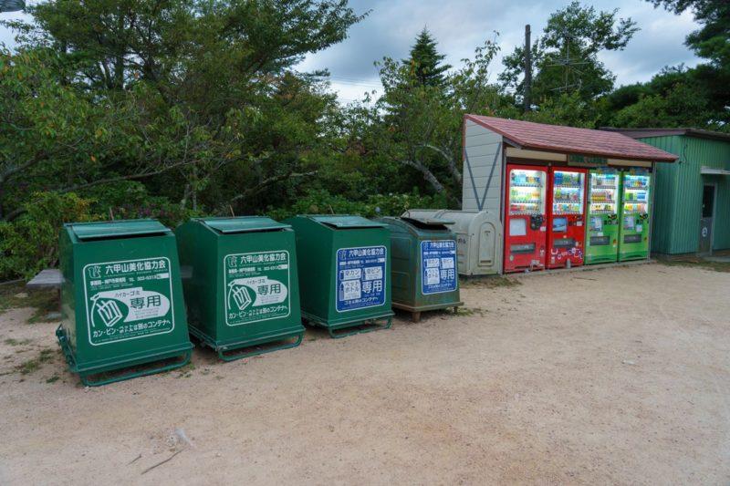 自動販売機とゴミ捨て場