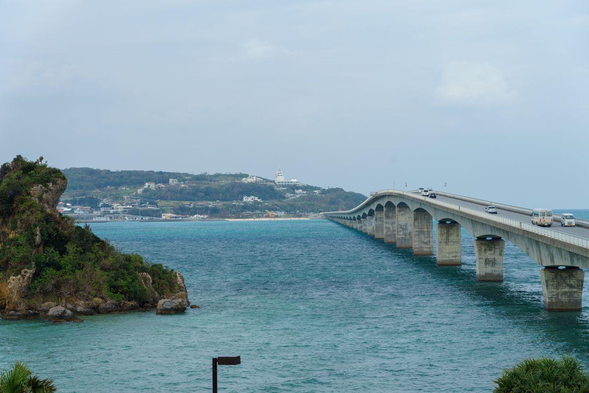 美らテラス展望台からの古宇利島大橋