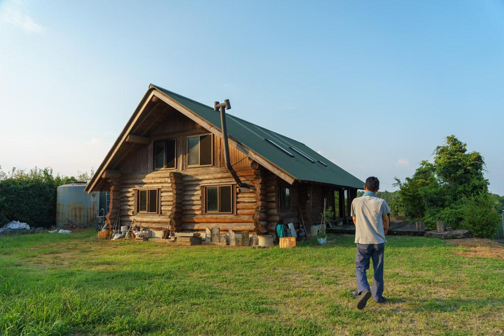 早津さんが20年かけて建てられたログハウス